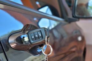 """Pojistným podvodům loni opět """"kralovalo"""" pojištění vozidel"""