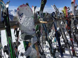 Každý rok v Česku zmizí lyže za desítky miliónů korun. Zachrání vás pojistka, upozorňuje Allianz