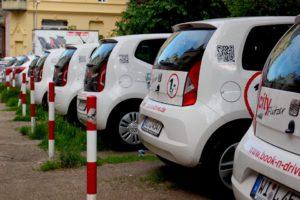Lidé zatím sdílení aut moc nevěří, potvrzují klienti UNIQA